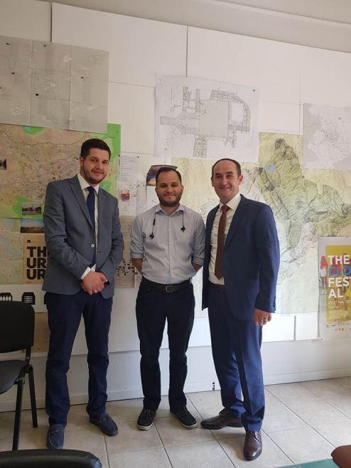 33112979_10211984896404733_3824495341445578752_n-1 Drejtori i Urbanizmit,Aliu, dhe shefi i kabinetit,Marevci, takohen  me drejtorin gjeneral të planifikimit  dhe zhvillimit urban në Tiranë