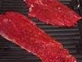 Steak fin coupé à la machine