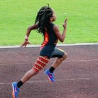 Este es el niño de siete años que corre absurdamente rápido (VIDEO)