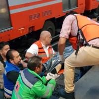 Avientan a policía a las vías del Metro y muere
