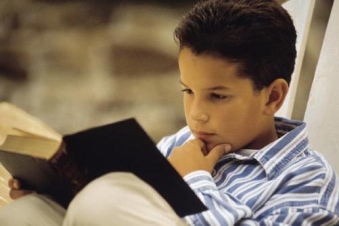 Niño-leyendo-singles-con-hijos1