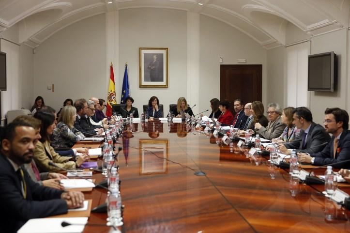 Calvo_preside_la_reunión_de_la_Comisión_Interministerial_de_Igualdad_02