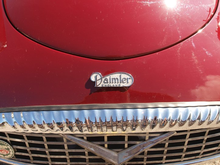 1050px-Daimler_England,_Swiss_licence_registration_ZG-1940_pic2.jpg