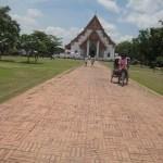 Unterwegs zum Viharn Phra Mongkol Bopitah