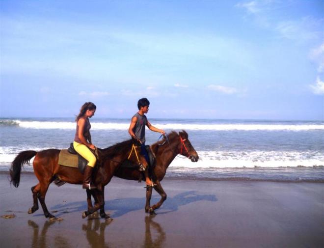 Urlaub auf Bali-Strand von Kerobokan