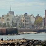 An der Promenade La Rambla an der Flussmündung Rio de La Plata