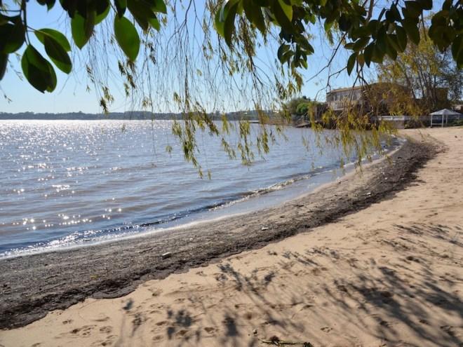 Blick vom Playa urbana del Rowing auf die Flussmündung Rio de La Plata
