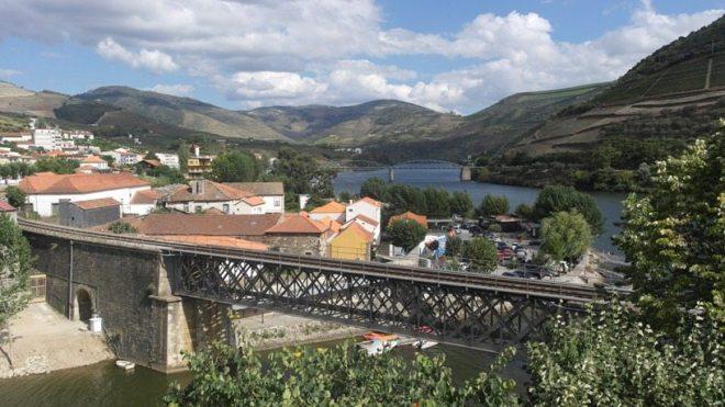 Ausblick von der Quinta da Foz auf Pinhão und das Douro-Tal