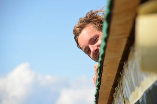 Auf dem Dach des Hausboots kann man es gut aushalten