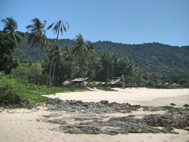 Beste Straende Koh Lanta: Bamboo Bay - jedoch bei Ebbe steinig