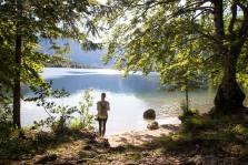 Schöner Strand am Lake Bohinj - der größte See Sloweniens