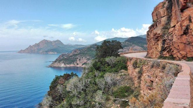 Korsika Rundreise ohne Auto: Wandern durch die Calanche