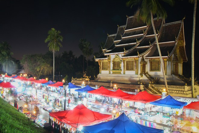 Nachtmarkt in der Old Town von Luang Prabang in Laos