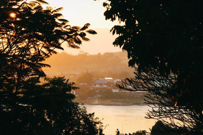 Sonnenuntergang in Ban Houay Xay in Laos