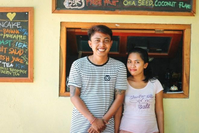 Putu und Ayu in ihrem Restaurant Penida Espresso auf Nusa Penida, Bali