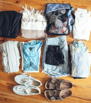Weltreise Packliste für Frauen - alle Klamotten im Handgepäck