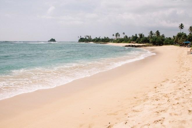 Kilometer langer wunderschöner Strand in Tangalle im Süden Sri Lankas