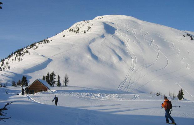 M~ M~ prv0105L_skiers01