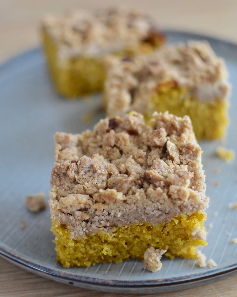 Kürbiskuchen mit Zimt-Streuseln - Püree aus Hokkaido-Kürbis macht den Kuchen zum nächsten Herbstklassiker.
