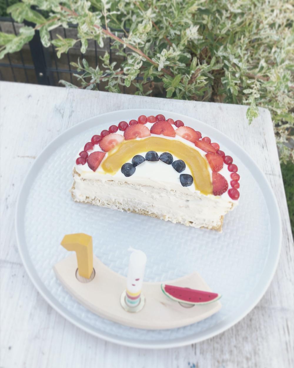 Zuckerfreier Kuchen zum ersten Geburtstag im Regenbogen Style