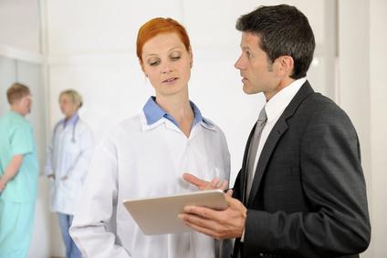 <strong>Als Health Manager organisieren Sie Abläufe in Gesundheitseinrichtungen und sorgen für eine höherer Effizienz der Prozesse.</strong><br /> © mangostock - Fotolia.com