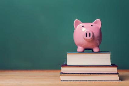 Wie finanziere ich am besten mein Fernstudium? © david_franklin - Fotolia.com