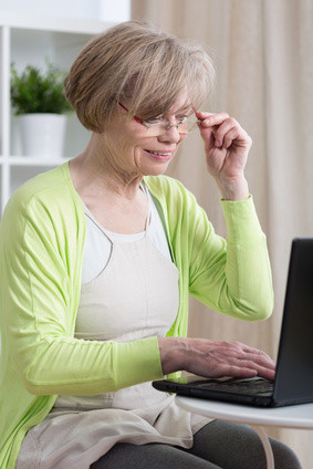 Sie sind Senior und möchte ein Fernstudium beginnen? Informieren Sie sich jetzt auf Fernstudium-finden.de © Photographee.eu - Fotolia.com
