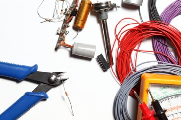 <strong>Der Fernlehrgang Grundlagen Elektrotechnik erklärt grundlegende elektrophysikalische Zusammenhänge.</strong><br/>© rupbilder - Fotolia.com