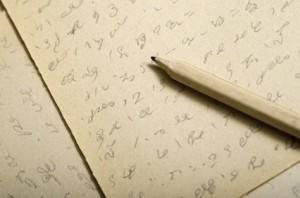 """<strong>Die Stenografie besteht aus einfachen Schriftzeichen, die schneller geschrieben werden können als die herkömmlichen Schriftzeichen der """"Langschrift"""".</strong><br/>© villorejo - Fotolia.com"""