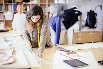 <strong>Wie gestalte und schneidert man ein Kleidungsstück? </strong><br/>© berc - Fotolia.com