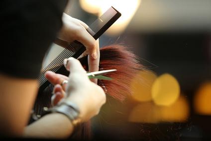 """<strong>Wenn Sie schöne Haare haben wollen und gleichzeitig Geld sparen möchten dann ist der Fernkurs """"Haare schneiden"""" genau das richtige für Sie.</strong><br/>© wideonet - Fotolia.com"""