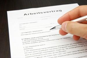 <strong>Arbeitsvertrag, Arbeitsverhältnisse und Kündigungsschutz sind wichtige Bereiche im Arbeitsleben.</strong> <br />© eccolo - Fotolia.com