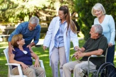 <strong>Altenbetreuung kümmert sich um Körper und Geist der Menschen.</strong><br />© Robert Kneschke - Fotolia.com