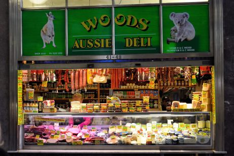 Feinkoststand in der Markthalle in Melbourne, Australien.