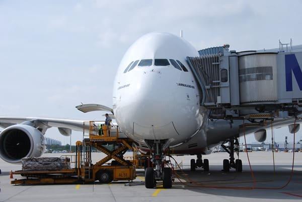 06_Airbus-A380-Emirates-Flughafen-Muenchen