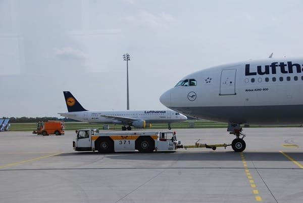 08_Lufthansa-Schlepper-Flughafen-Muenchen