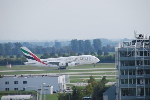 12_Emirates-Airbus-A380-Flughafen-Muenchen