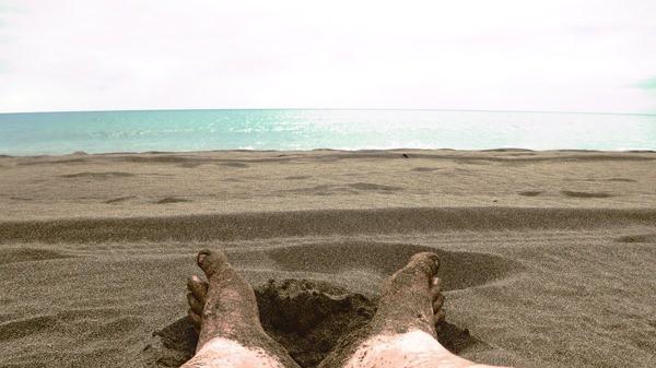 02_Fuesse-im-Sand-am-Strand-von-Lanzarote