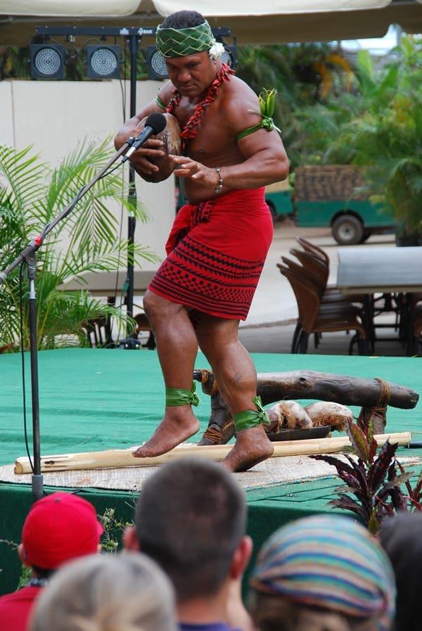 01_Polynesian-Cultural-Center-Coconut-Show
