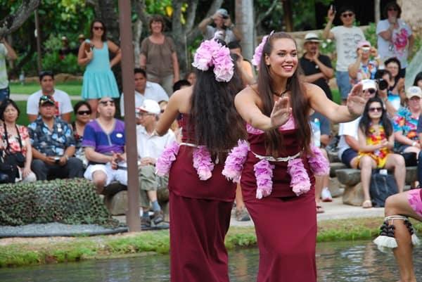 10_Polynesian-Cultural-Center-Samoan-Dancer