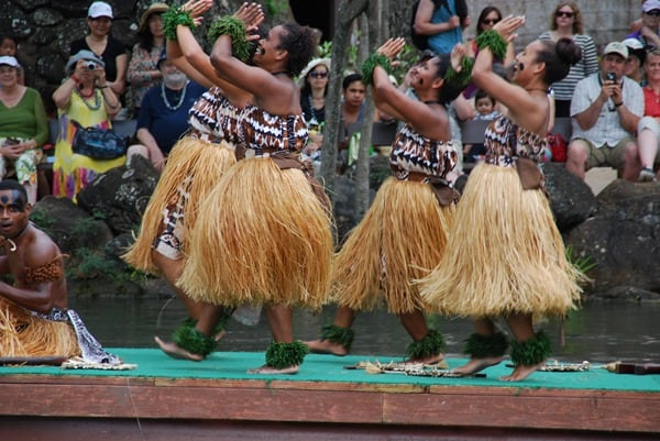 12_Polynesian-Cultural-Center-Fiji-Dancer