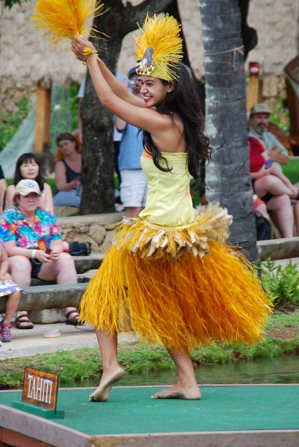 15_Polynesian-Cultural-Center-Tahiti-Dancer