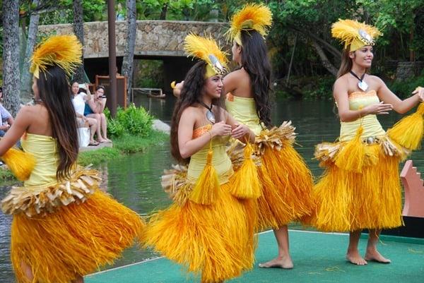 16_Polynesian-Cultural-Center-Tahiti-Dancer