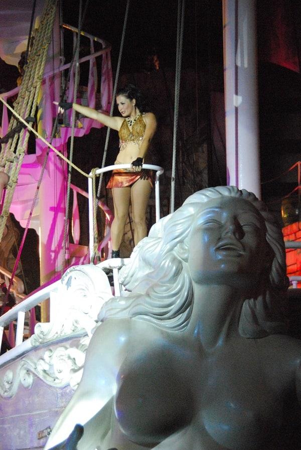 20_sexy-Pirates-at-Treasure-Island-Las-Vegas