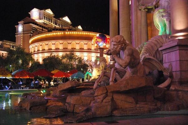 22_Fountain-Caesars-Palace-Las-Vegas-at-night