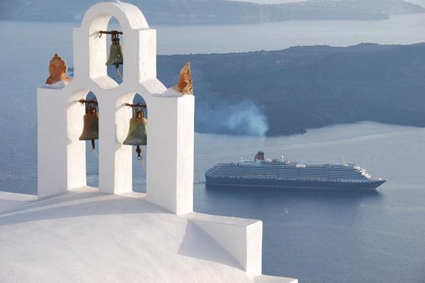 07_Wallpaper-Queen-Victoria-Santorini-Griechenland-Kirche