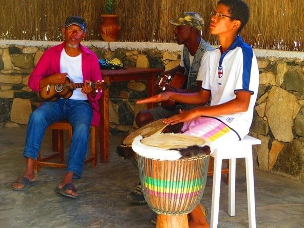 23_Musiker-Bar-Esplanado-Fon-Banana-Velha-Boa-Vista-Kapverden