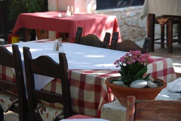 Tische Lemon Tree Garden Rethymnon Altstadt Kreta Griechenland