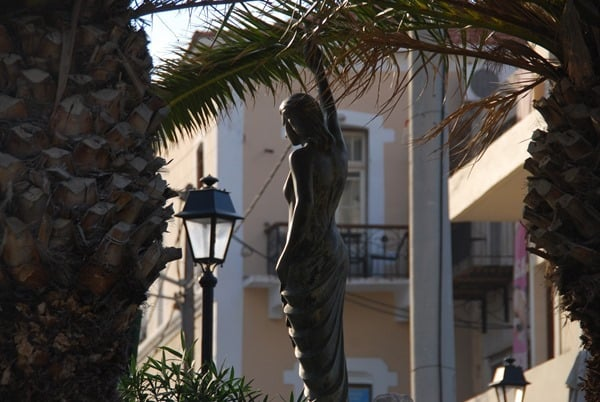 Statue am Venezianischen Hafen Rethymno Kreta Griechenland