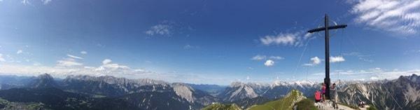 98_Panorama-Seefelder-Spitze-Gipfelkreuz-Tirol-Oesterreich